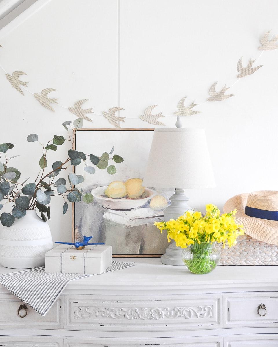 spring table vignette decoration ideas, diy spring decor, free printable old book page bird garland