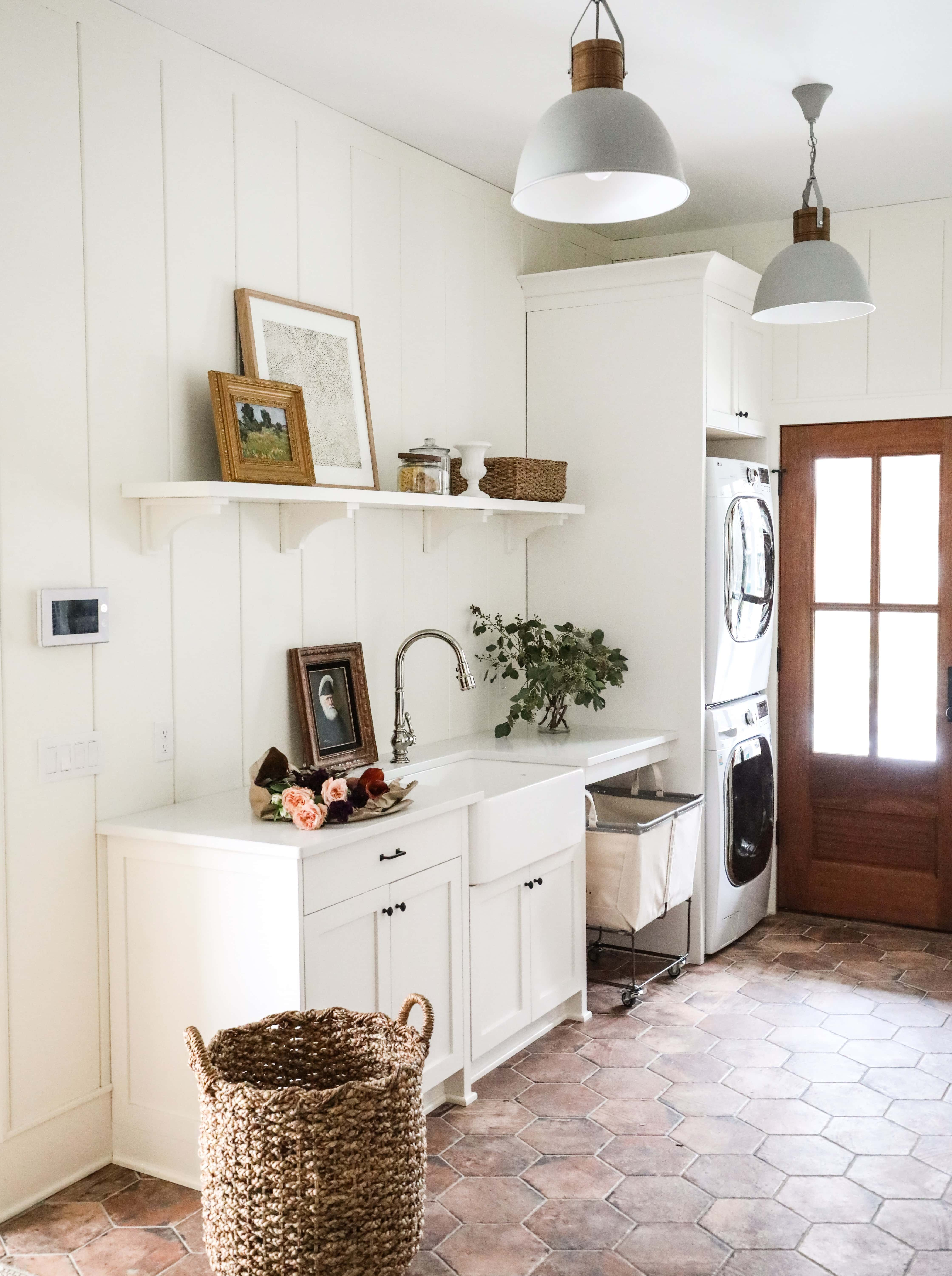 my favorite interior design style series | modern farmhouse | beautiful modern farmhouse spaces | traditional, rustic, clean, airy, fresh