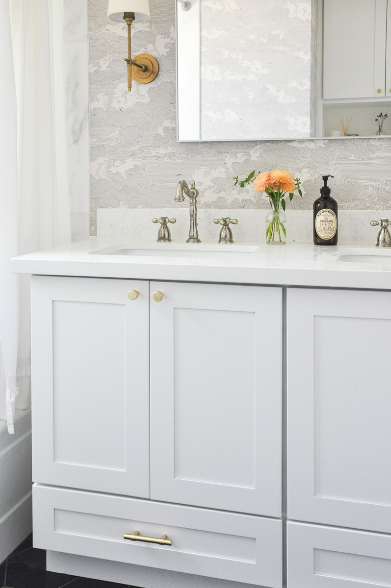 white shaker bathroom vanity with brass hardware
