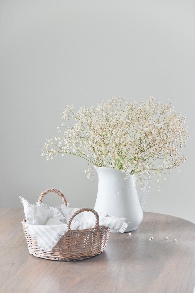 diy napkin holder, napkin box, vintage basket, thrifted, dried baby's breath bouquet in white pitcher