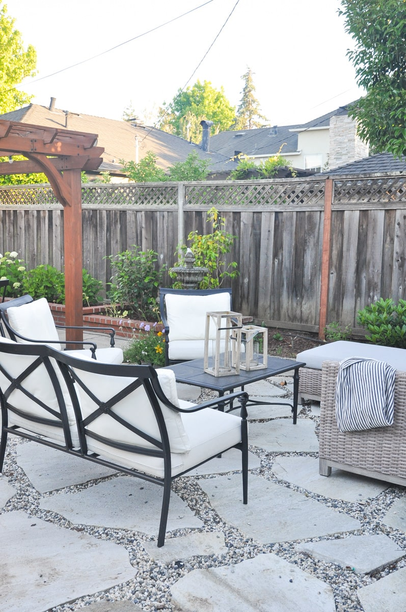 outdoor patio, classic black and white outdoor space