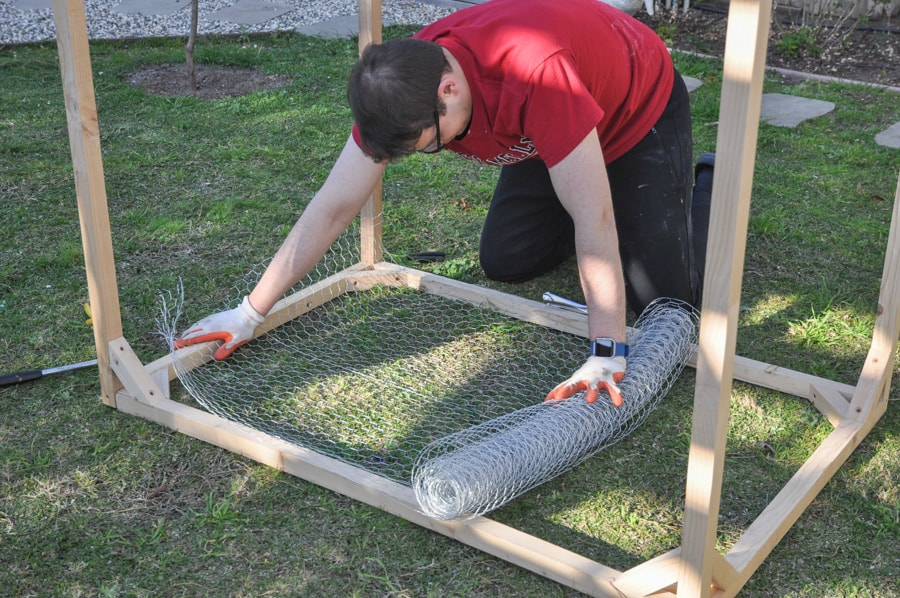 chicken wire cover for raised garden bed