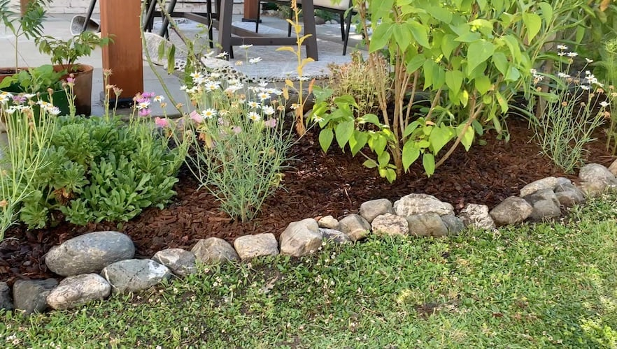 how to edge flower bed with stone