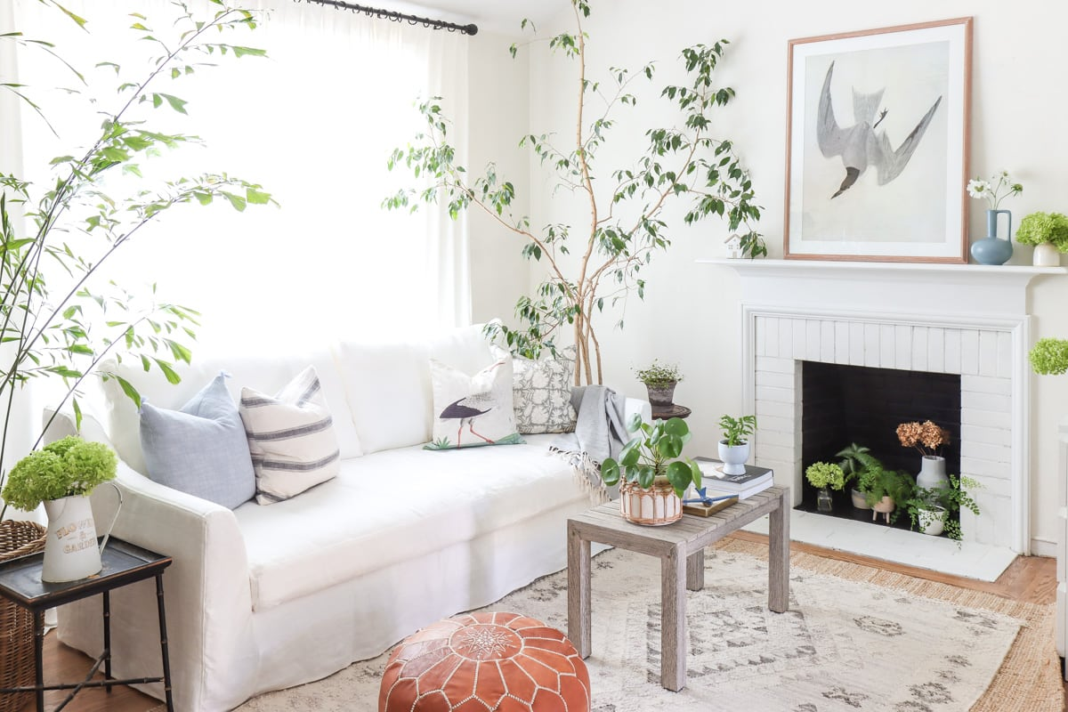 5 Proven Ways to Make A Living Room Look Bigger and Brighter | Bright Living Room Interiors