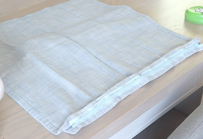 diy pillow cover with invisible zippers