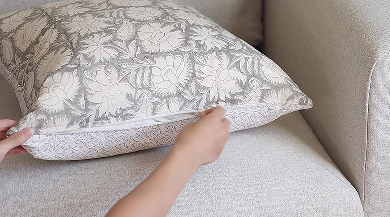 easy diy pillow covers with zipper, serena and lily throw pillow dupe