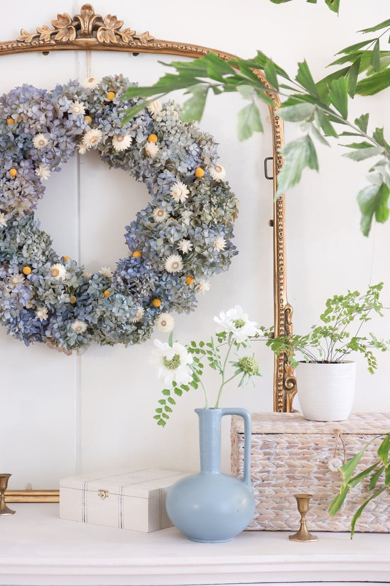 DIY wreath with dried hydrangea and preserved flowers | dried hydrangea home decor ideas