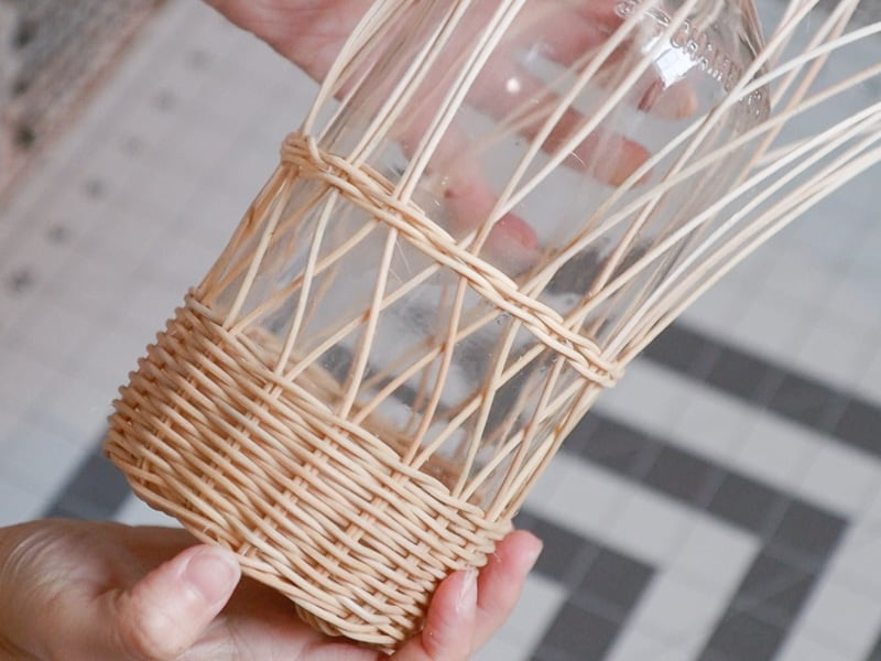 DIY wicker bottle holder