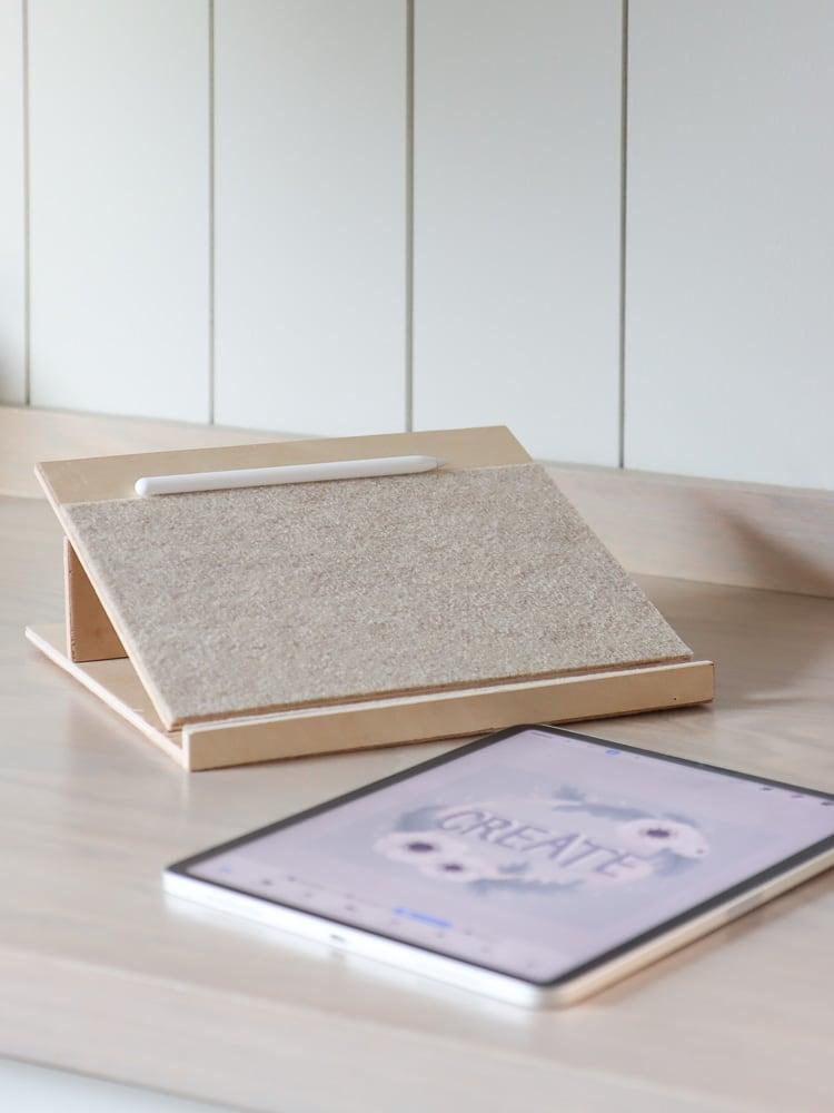 DIY adjustable drawing tablet stand